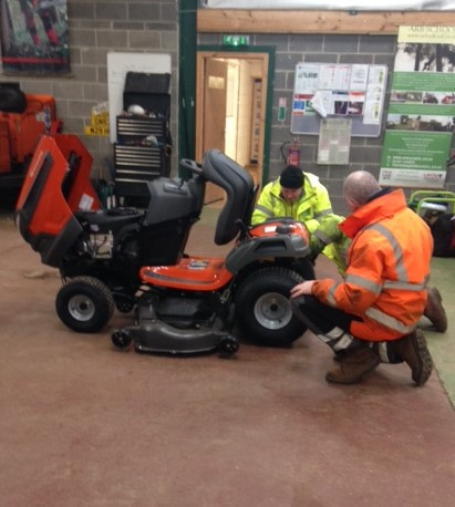 Ride on mower courses